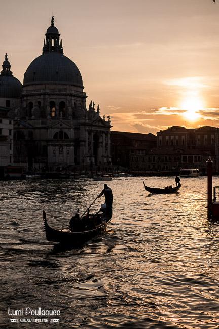 Venise - Italie - gondoles couché de soleil ombres chinoises